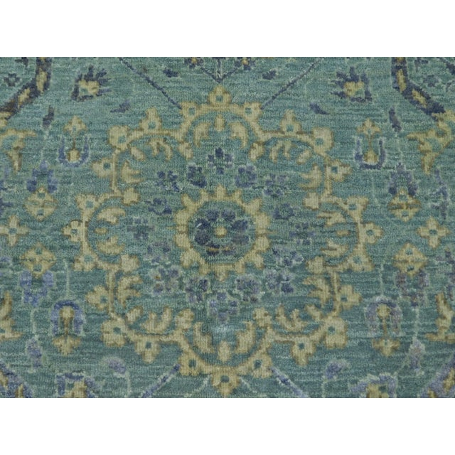 """Farahan Hand-Knotte Rug - 8'2"""" Round. For Sale - Image 4 of 10"""