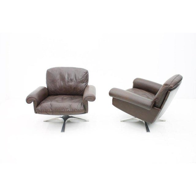 De Sede Pair of Swivel Leather Lounge Chairs Ds 31 by De Sede, 1970s For Sale - Image 4 of 9