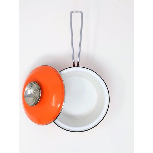 Enamel 1960s Vintage Grete Prytz Kittelsen for Cathrineholm Enamel Lotus Saucepan For Sale - Image 7 of 12