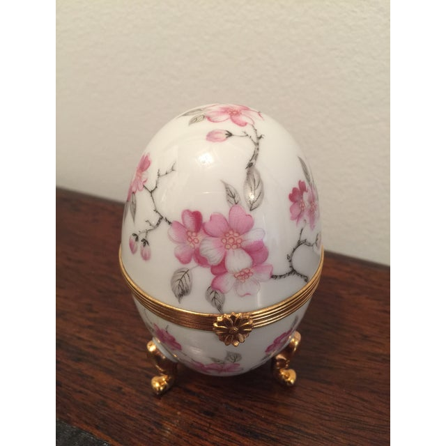Ceramic 1980s French Pronvincial Limoges Trinket Egg Box For Sale - Image 7 of 8