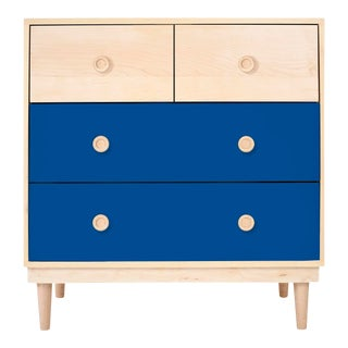 Lukka Modern Kids 4-Drawer Dresser in Maple With Pacific Blue Finish For Sale