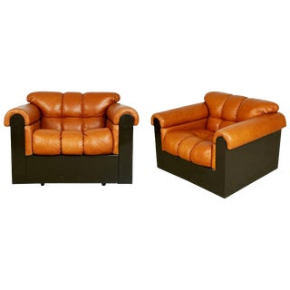 Tufted Leather Lounge Chairs by Davanzati for I4 Mariani Pace - a Pair For Sale