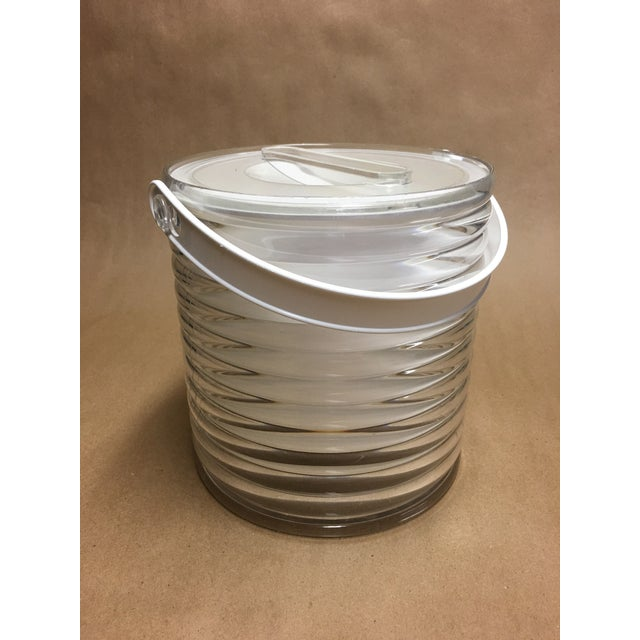White 1980s Sally Designs Clear Lucite Ribbed Ice Bucket For Sale - Image 8 of 8