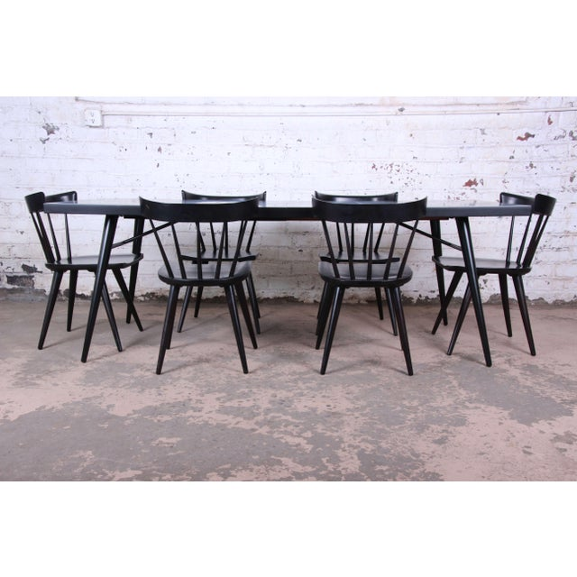 Offering an exceptional Paul McCobb Planner Group extension dining table and six chairs. The table extends to 84.13 inches...