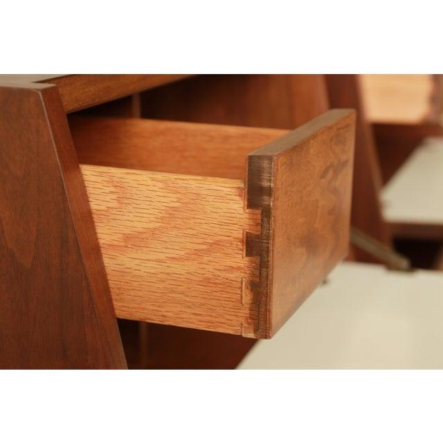 Merton Gershun Mid-Century Modern Walnut Nightstands - Pair For Sale - Image 10 of 11