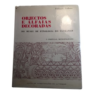 Objectos E Alfaias Decoradas Museum 1968 For Sale