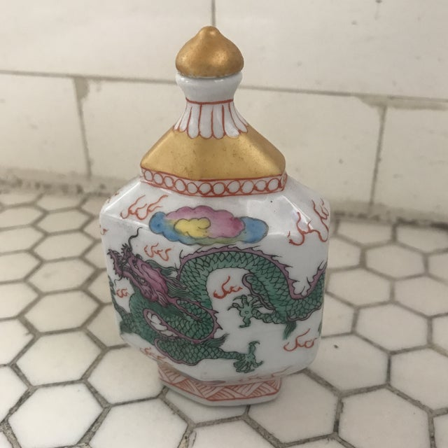 Chinoiserie Chinese Chinoiserie Colorful Dragon Porcelain Bottle For Sale - Image 3 of 12