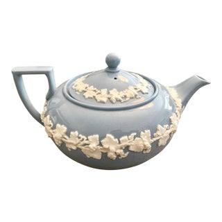 1940s Traditional Wedgwood of Etruria & Barlaston Embossed Queen's Ware Teapot For Sale