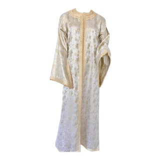 Moroccan Caftan White and Gold Metallic Floral Brocade For Sale