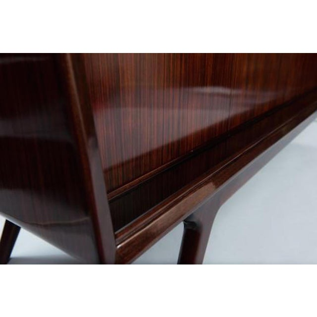 Dassi Style Mid-Century Sideboard in Rosewood and Glass, Italy circa 1955 For Sale - Image 9 of 10