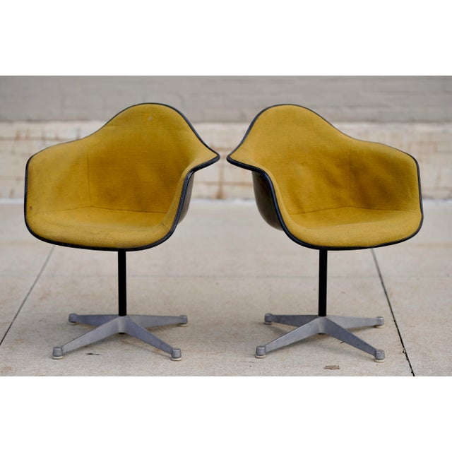 Mid Century Early Herman Miller Pac-1 Upholstered Swivel Chairs- a Pair For Sale - Image 13 of 13