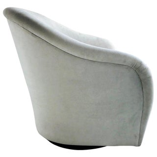 Mid-Century Modern Swivel Lounge Chair in Grey Velvet, 1970s For Sale
