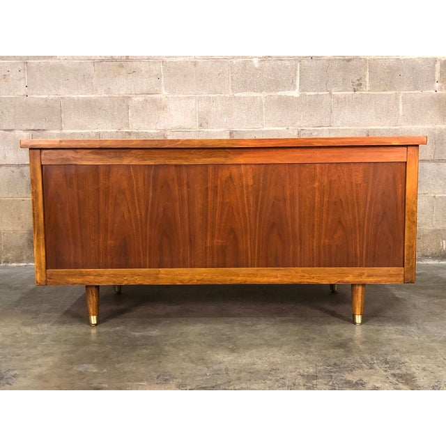 """Indiana Mid-Century Modern Executive Desk 30"""" X 60"""" Top For Sale - Image 4 of 13"""