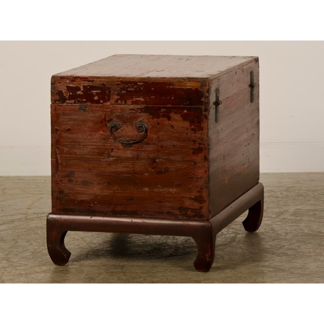 Red Lacquer Antique Chinese Trunk Kuang Hsu Period circa 1875 For Sale - Image 4 of 11