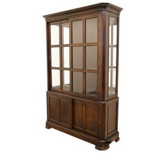 Late 20th Century Vintage Stanley Furniture Mahogany Lighted Display Cabinet For Sale