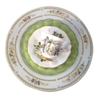 White Roses Mismatched Dinner Set - Set of 4 For Sale