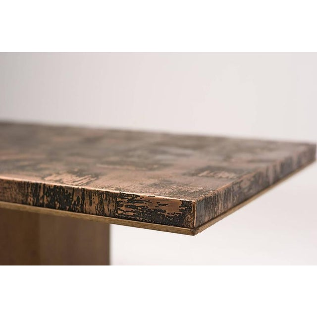 Monumental coffee table in brass Illum Wikkelsø with an oak veneer base and a black dye plinth. Excellent fast and...