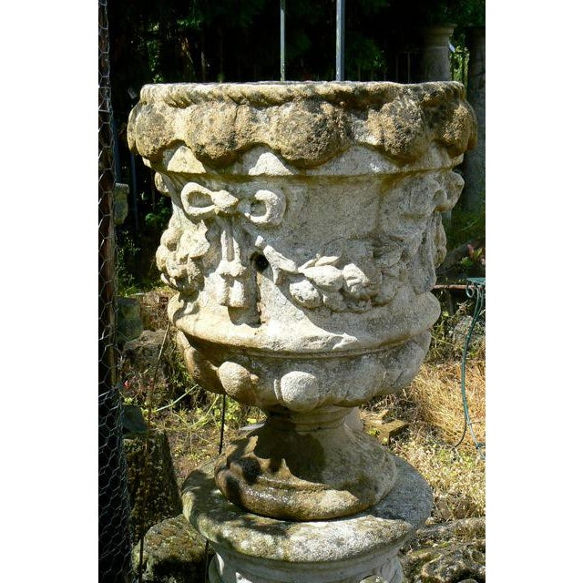 Early 18th Century 18th Century Hand Carved Cotswold Stone Planters - a Pair For Sale - Image 5 of 10