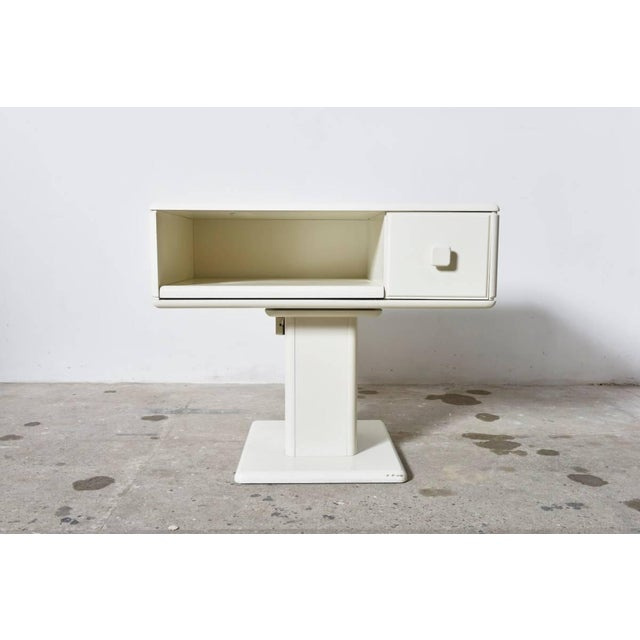 Gavina Adjustable White Counter Display, Vanity Table, Made in Italy For Sale - Image 4 of 9