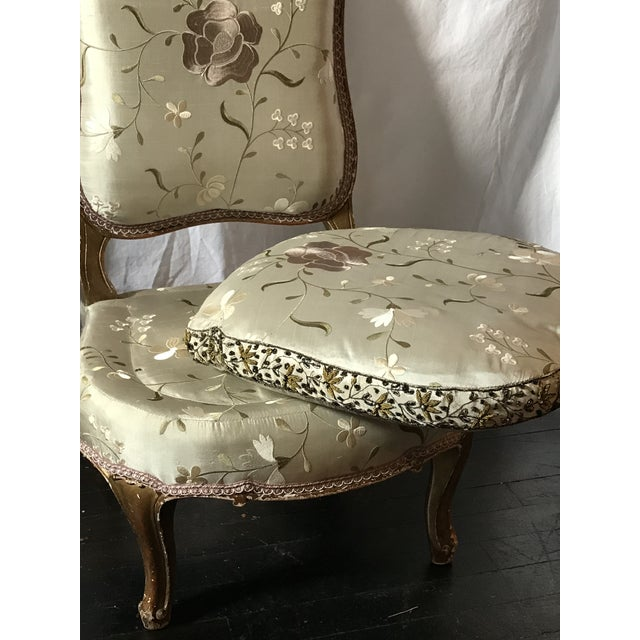 Pale Gray Floral Embroidered Silk French Slipper Chair For Sale In Raleigh - Image 6 of 8
