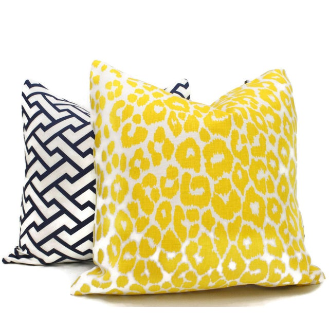 "Contemporary 20"" x 20"" Schumacher Iconic Leopard in Yellow Decorative Pillow Cover For Sale - Image 3 of 3"