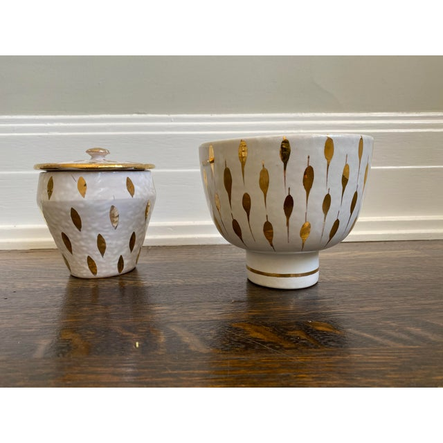 Beautiful 2 mismatched mid century Italian bowls most likely Bitossi. White glaze with gold leaf details. One of the bowls...
