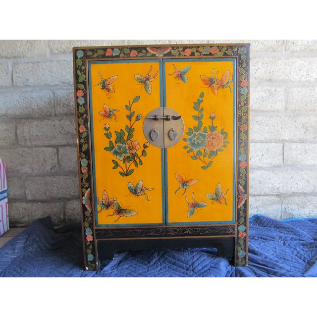 20th Century Asian Hand-Painted Yellow Shoe Cabinet For Sale - Image 4 of 4
