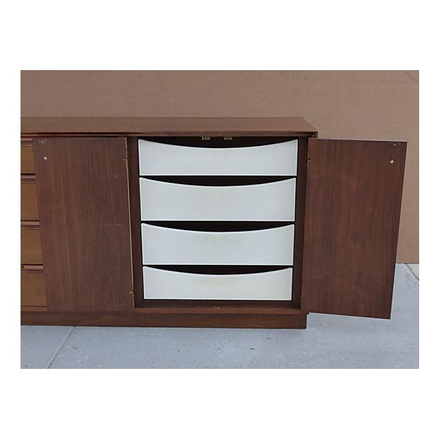 1960s 1960s American of Martinsville Dresser For Sale - Image 5 of 11