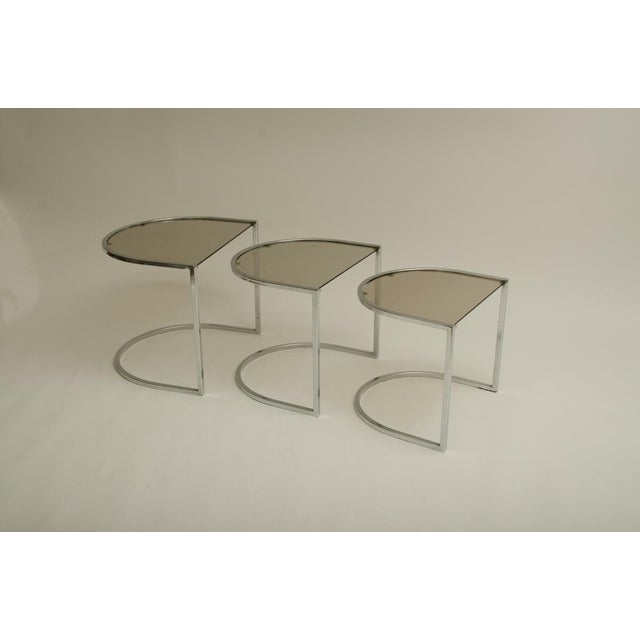 1970s Set of Three Mid-Century Glass and Chrome Nesting Tables by Milo Baughman For Sale - Image 5 of 7