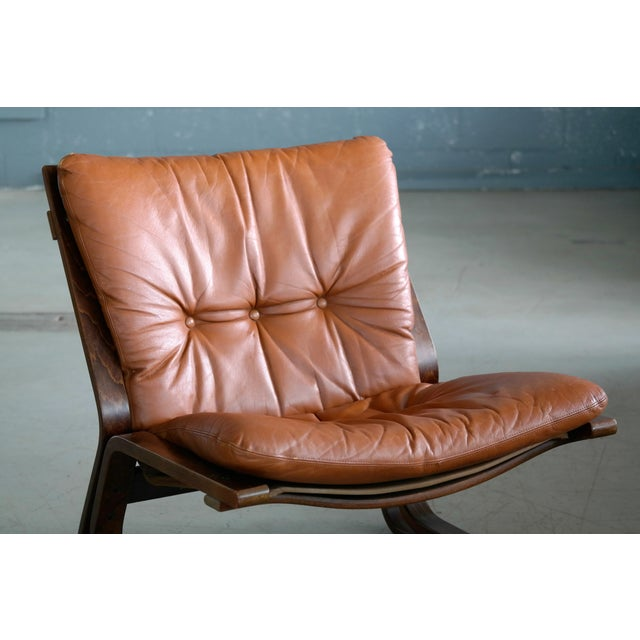 Pair of Mid-Century Norwegian Easy Chairs in Cognac Leather by Oddvin Rykken For Sale In New York - Image 6 of 10