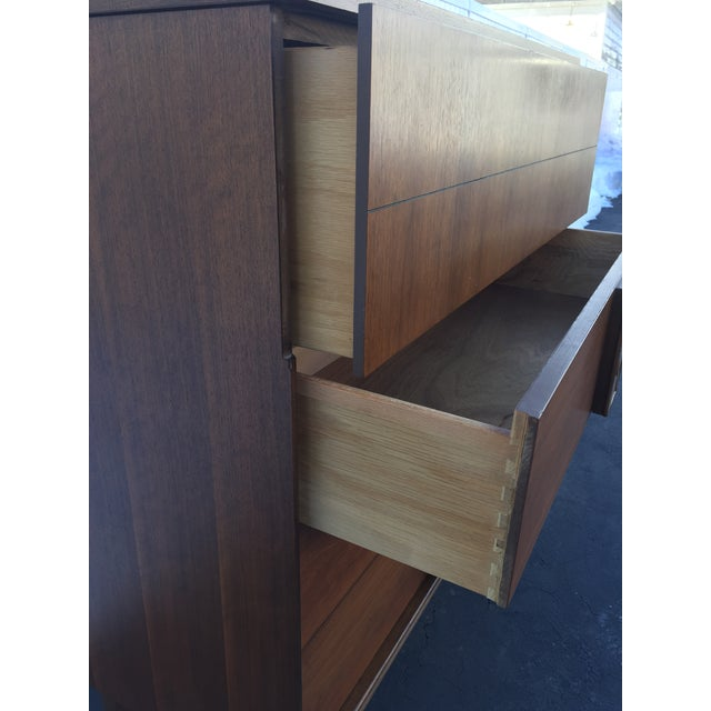 Bassett Mid-Century Chest of Drawers For Sale - Image 9 of 9