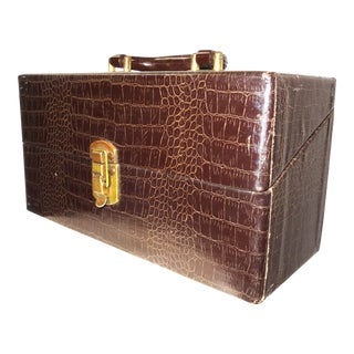 Cinema Equipment Carry Case. Vintage. C. 1940s. Patterned Croc Glossy Canvas Over Wood. Wedge Hinged Top, Pristine For Sale
