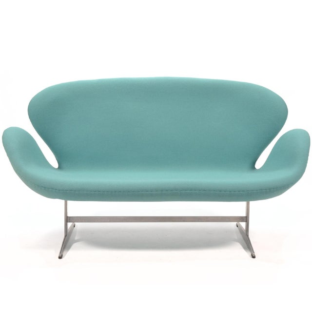 Originally created for the SAS Hotel in Copenhagen, this is Arne Jacoben's sofa version of the famous Swan chair. Designed...