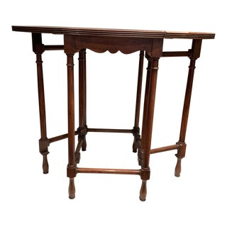 20th Century English Traditional Walnut Drop Leaf End Table For Sale