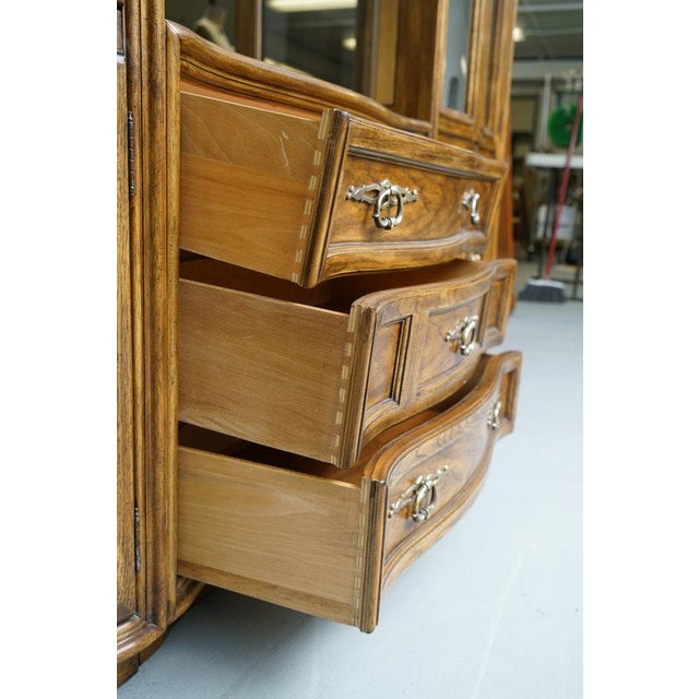 Art Deco Illuminated Neoclassical Wall Unit Storage Cabinet by Drexel-Heritage For Sale - Image 3 of 13