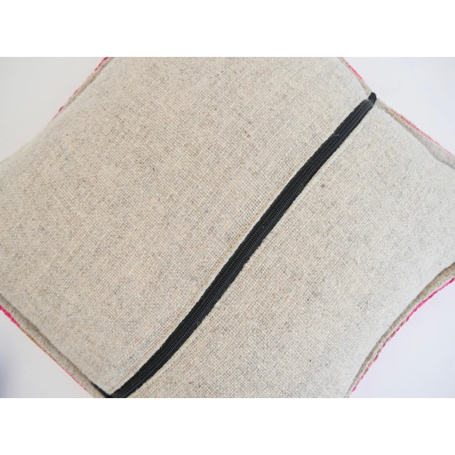 Handmade in: Peru Width: Approx 19'' Height: Approx 19'' Material: Sheep's wool cut from Frazada rugs/blankets Featuring:...