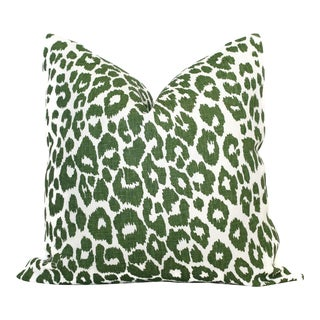 "20"" x 20"" Schumacher Leopard in Green Decorative Pillow Cover For Sale"