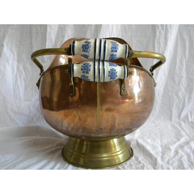 Traditional Vintage Copper Fireplace Bucket With Handles For Sale - Image 3 of 6