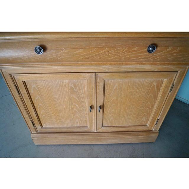 1980s Hollywood Regency Bernhardt Display Cabinet For Sale - Image 10 of 12