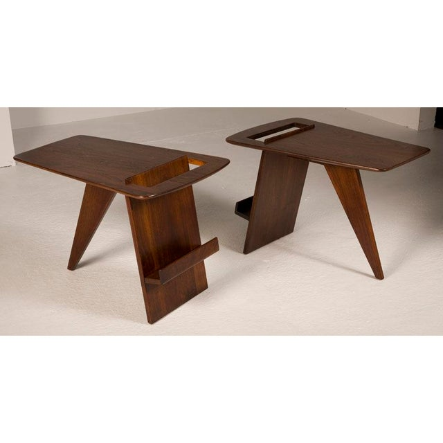 A pair of wedge form magazine tables in walnut, mod. no. T-539, by Jens Risom. American, circa 1950.