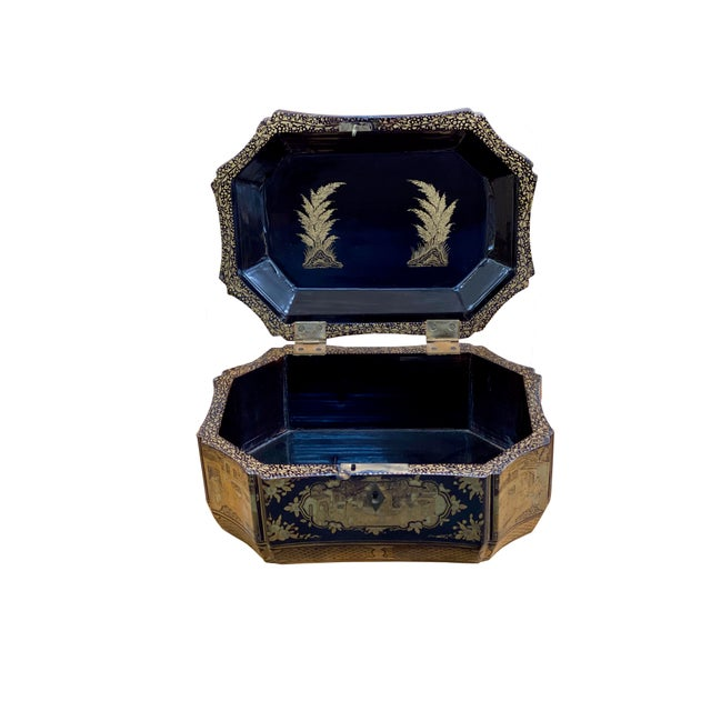 Black Early 20th Century Chinoiserie Black and Gilt Lacquered Box For Sale - Image 8 of 9