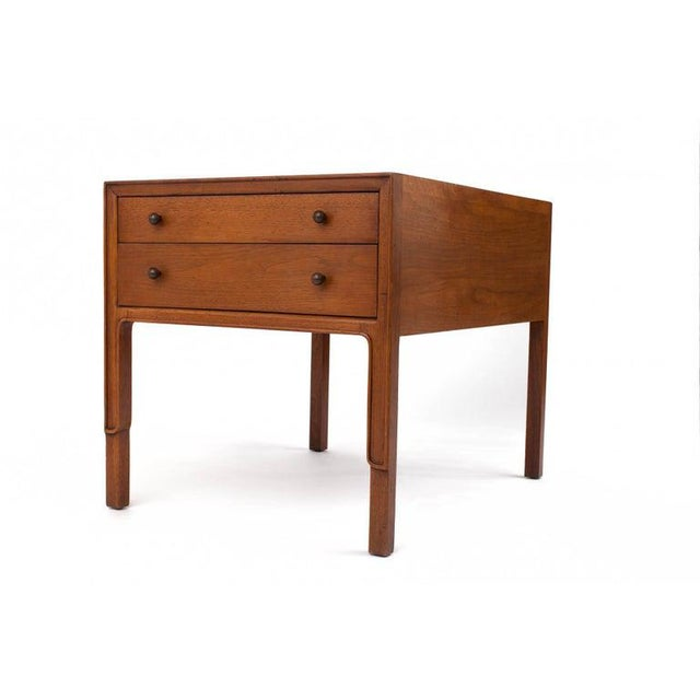1960s 1960s American Classical John Stuart Mahogany Bedside Tables - a Pair For Sale - Image 5 of 8