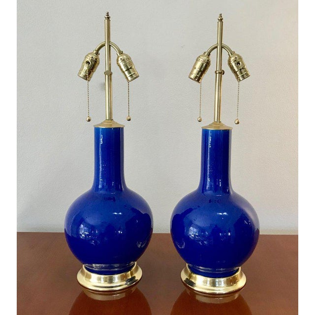 Asian Blue Porcelain on 23-Karat Water Gilt Base Table Lamps - a Pair For Sale - Image 3 of 13