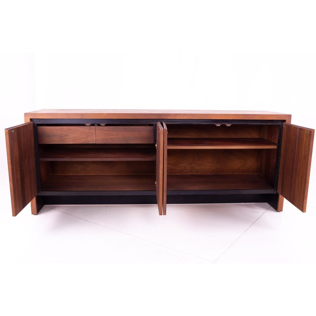 Mid Century Milo Baughman for Dillingham Bookmatched Walnut Sideboard Buffet For Sale In Chicago - Image 6 of 13