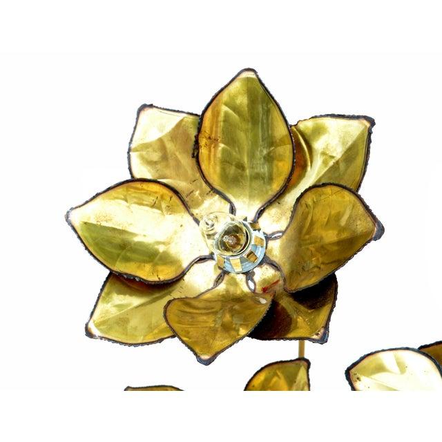 1970s Maison Jansen French Mid-Century Modern 3 Light Cut Brass Flower Table Lamp For Sale - Image 5 of 13