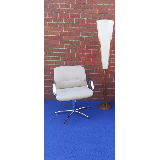 Up for grabs is this Super Cool, Heavy Duty Steelcase Chrome & Fabric Chair. Check out the shine on that chrome!!! Amazing...
