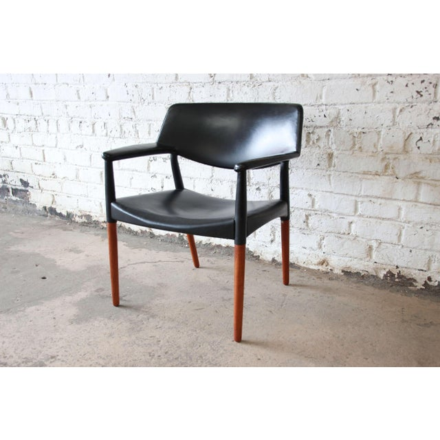 Danish Modern Ejner Larsen and Aksel Bender Madsen Black Leather & Rosewood Armchair For Sale - Image 3 of 9