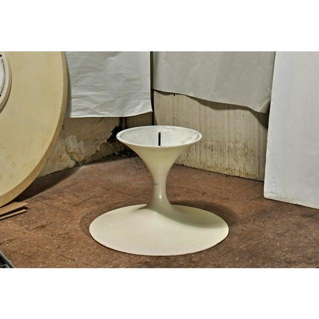 Mid-Century Modern 1960's Mid-Century Modern Eero Saarinen Knoll Associates Coffee Table For Sale - Image 3 of 12