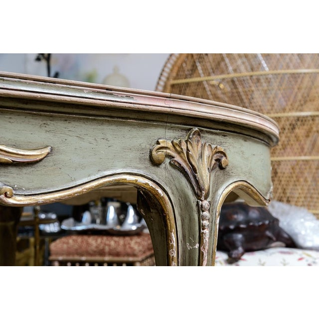 Italian Large Oval Painted Louis XV Style Table With Antiqued Mirrored Top For Sale In West Palm - Image 6 of 13