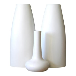 Late 20th Century Mediterranean Matte White Tall Architectural Vases From Portugal - Set of 3 For Sale